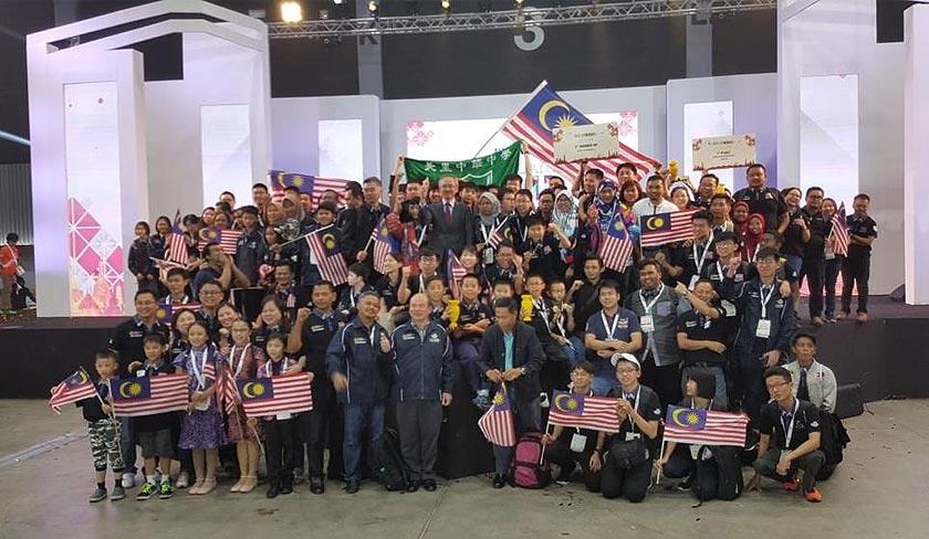 Malaysia menjuarai WRO 2018 secara keseluruhan selepas memenangi tiga pingat emas, satu hangsa dan empat anugerah kecemerlangan. - Foto: Facebook Sasbadi Group