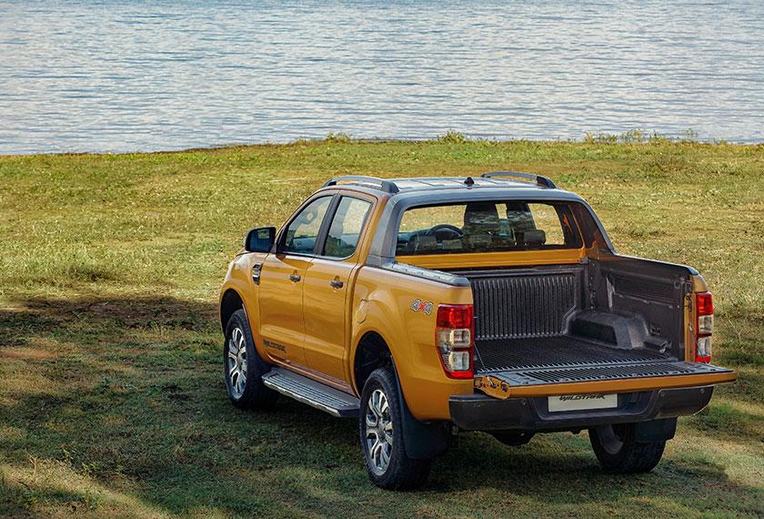 Urusan memunggah barang kini menjadi lebih mudah menerusi pengenalan ciri Pengangkat Pintu But Easy Lift (Easy Lift Tailgate). - Foto Ford