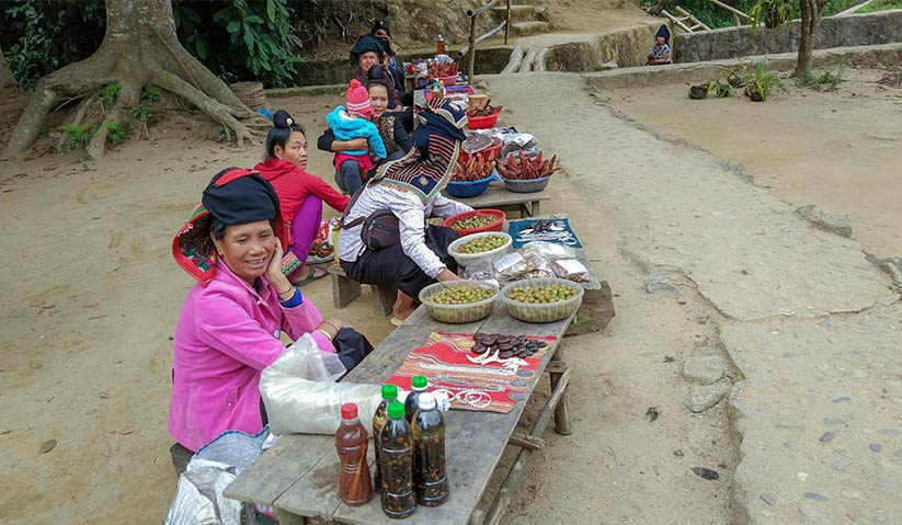 Dien Bien Phu has an intriguing mix of montane people - from the Tai to the Mong and Kinh. Mai Duong for Ceritalah