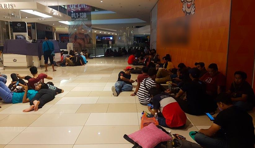 Beginilah keadaan di hadapan kedai al-ikhsanSports sekitar jam 1.30 pagi. - Foto Yuzir Harafi