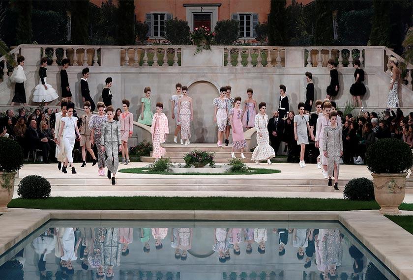 Menurut jenama tersebut dalam satu kenyataan, Lagerfeld terpaksa mewakilkan pengarah kreatif jenama itu kerana beliau kepenatan. Foto: Reuters
