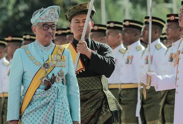 Yang di-Pertuan Agong berangkat tiba di Dataran Parlimen