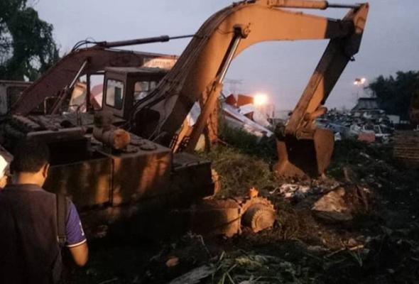 Pekerja Bangladesh maut dihempap jentolak