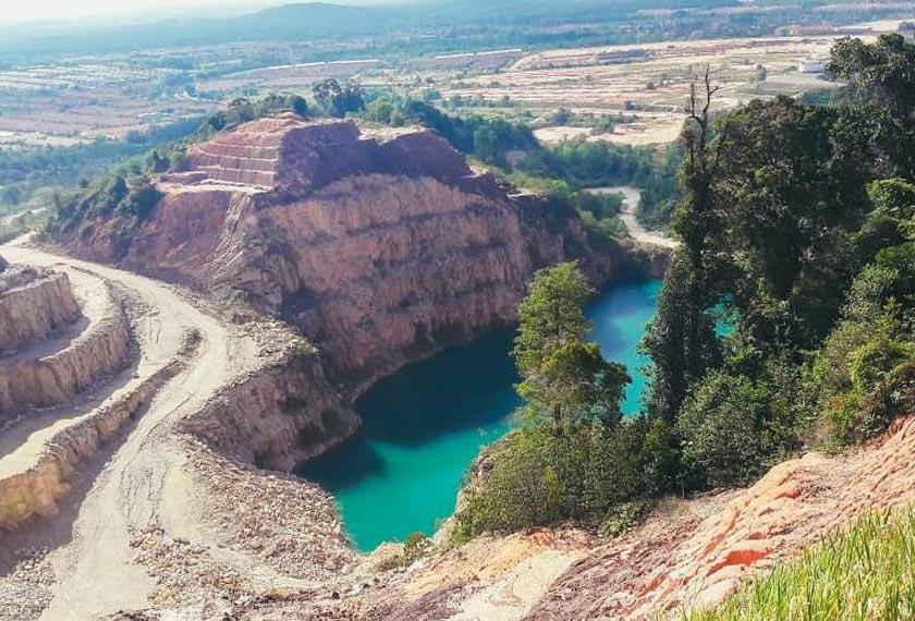 Tasik biru ini mula viral disebabkan keindahan landskapnya - Foto AWANI Rangers UTM
