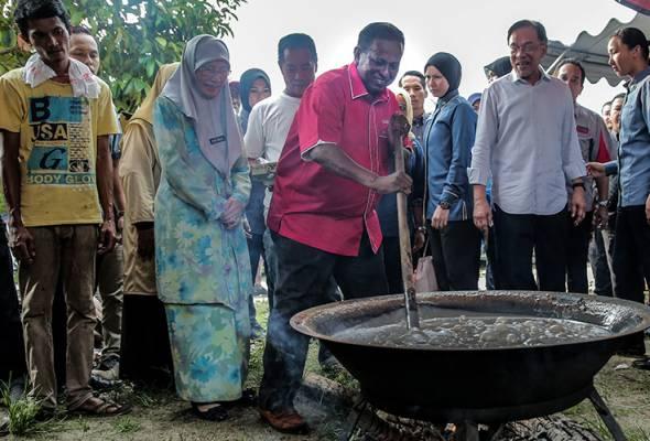 ECRL bukan 'gula-gula' untuk PRK Rantau - Dr Wan Azizah