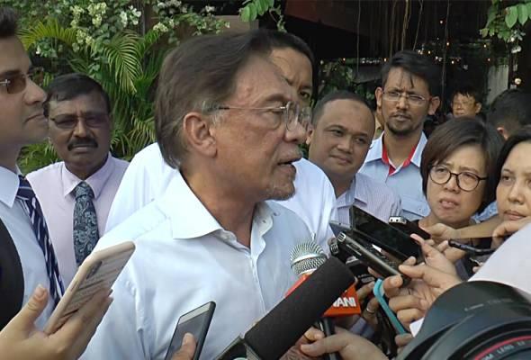 Perbalahan antara Tun M, TMJ tidak baik untuk ekonomi - Anwar
