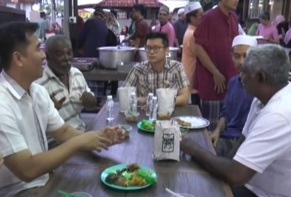 Masyarakat bukan Islam sertai iftar di surau Seberang Jaya