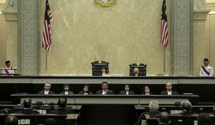 Ketua Hakim Negara yang baharu, Datuk Tengku Maimun Tuan Man diraikan oleh para hakim dalam sebuah majlis di Istana Kehakiman, Putrajaya. - Foto Astro AWANI / Shahir Omar