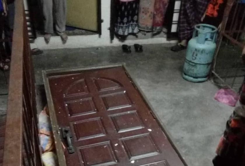 Letupan turut meyebabkan cermin tingkap pada bahagian dapur pecah selain kabinet dapur turut rosak dan beberapa pintu tertanggal. - Foto Ihsan JBPM