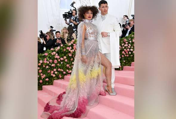 Gaun couture Priyanka Chopra ambil masa 1,500 jam untuk disiapkan