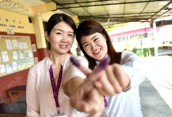 #SandakanMemilih: Vivian Wong ditemani kakak, teman ibu mengundi