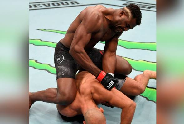 UFC Minneapolis: 'The Predator' ambil masa seminit tamatkan dos Santos