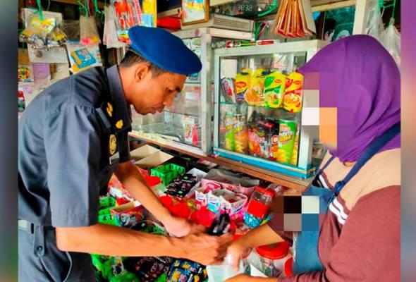 KPDNHEP Kelantan rampas 40 unit gula-gula 'Ghost Smoke'