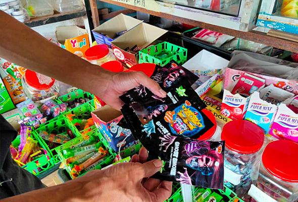 KPDNHEP Johor rampas gula-gula 'Ghost Smoke' dari syarikat pemborong