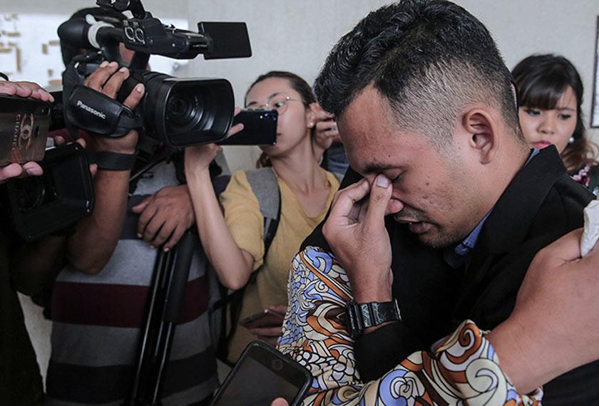 Mohamad Akmal terharu dan sebak menerima keputusan dilepas dan dibebaskan. - Astro AWANI/SHAHIR OMAR