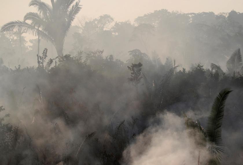 TIndakan memadan kebakaran hampir mustahil buat masa ini kerana kekangan sumber. - Reuters