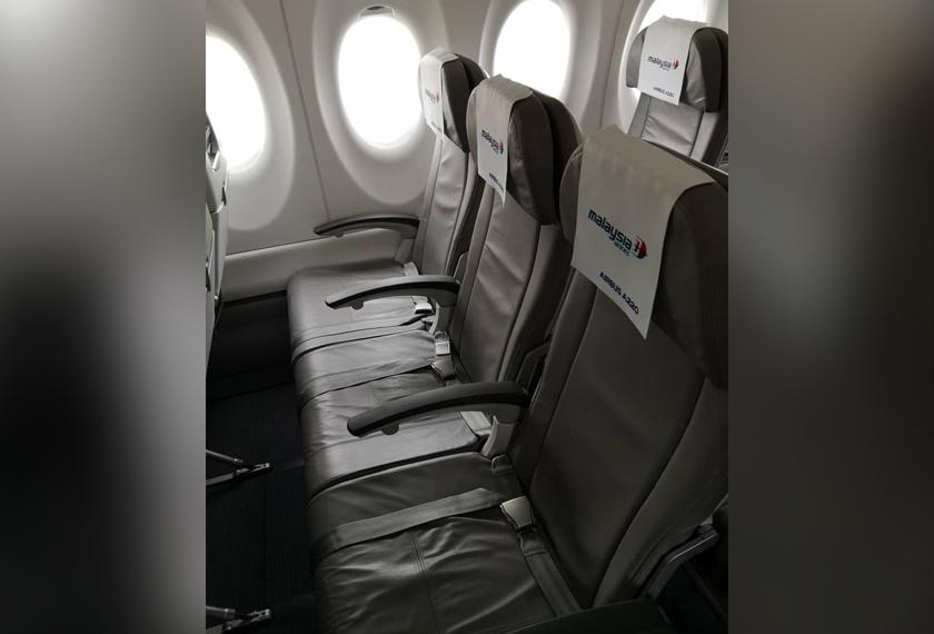Ruang tempat duduk lebih luas antara kelebihan Airbus A220-300.