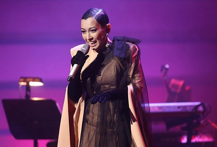 Gaya elegan Misha Omar pada malam konsert This Is Misha di Dewan Filharmonik Petronas.