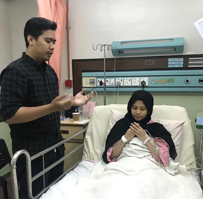 Lebih membuatkan bapa berusia 30 tahun itu terharu adalah pengorbanan isterinya, Amirah Izati Hamidi yang sanggup berkongsi hati demi menyelamatkan bayi mereka yang berusia 14 bulan. GAMBAR PPUM
