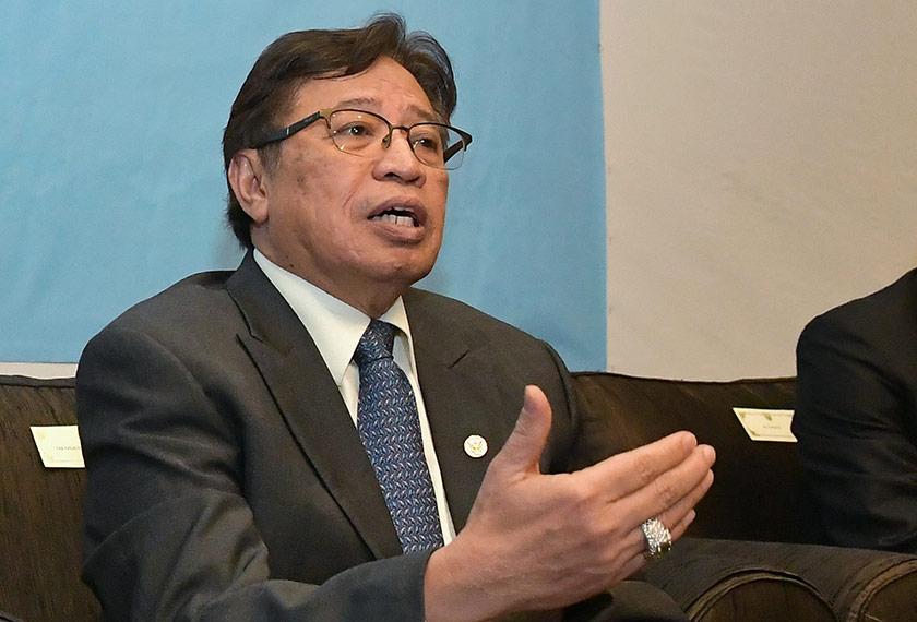 Abang Johari mengumumkan barisan Kabinet Sarawak yang baharu. - Foto Bernama