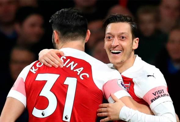 Ozil perlu keluar dari Arsenal - Keown, Simpson