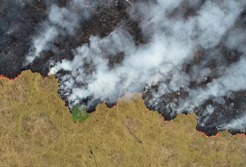Pandangan udara menunjukkan kemusnahan kawasan hutan Amazon akibat kebakaran di Porto Velho, Rondonia, Brazil. - Reuters