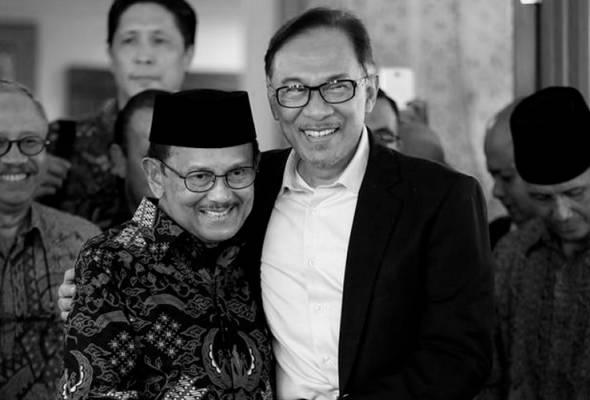 'Saya anggap Habibie seperti keluarga'  - Anwar