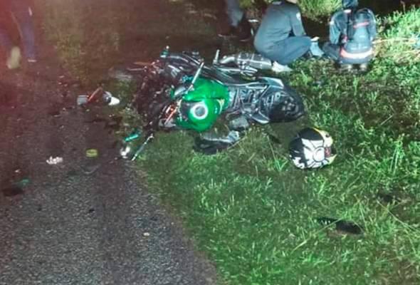 Motosikal bertembung MPV, suami isteri maut kemalangan ketika konvoi