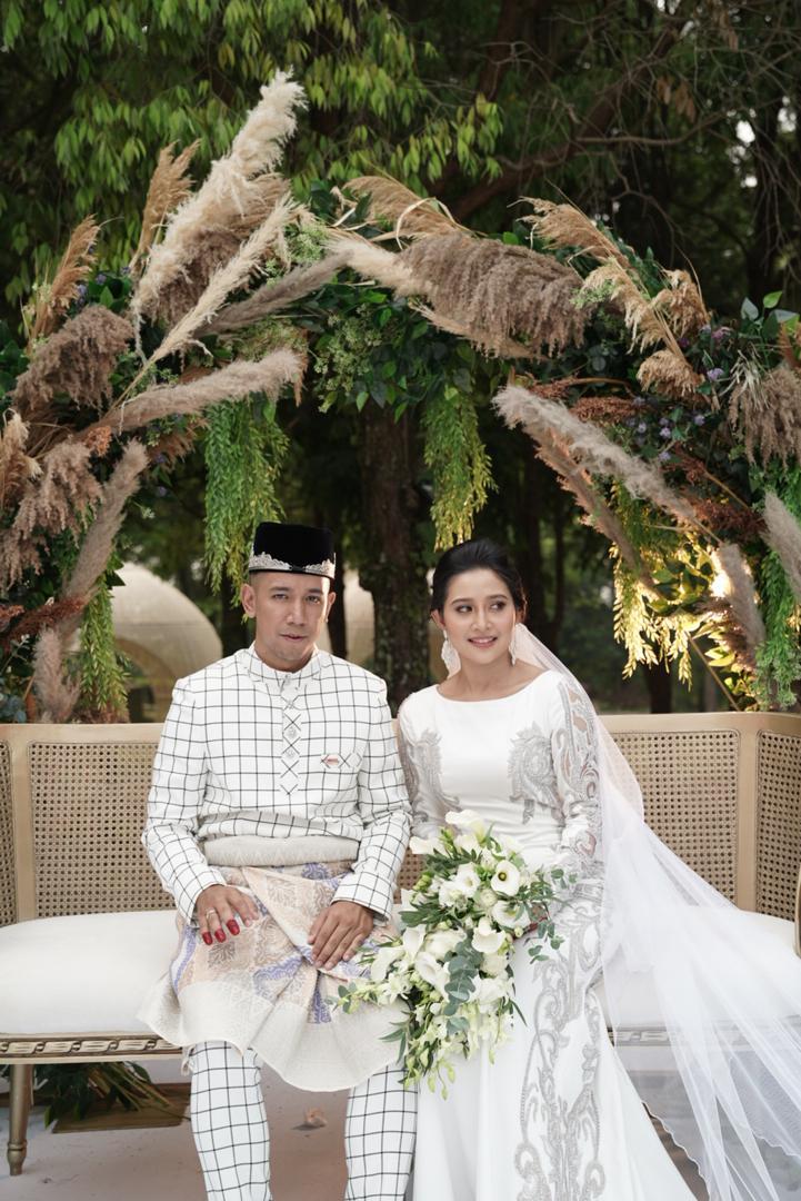Sufie atau nama sebenarnya Mohammad Sufie Rashid dinikahkan oleh bapa kepada pengantin perempuan dan dikendalikan oleh juru nikah dan pendaftar nikah Putrajaya, iaitu Ustaz Haji Hasli Othman. - Foto Astro Gempak
