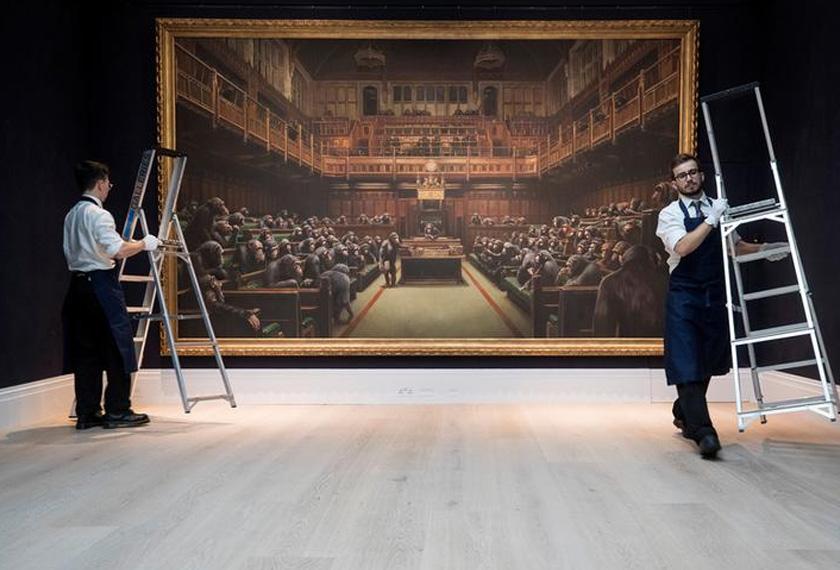 Menurut rumah lelongan, Sotheby, karya berukuran 13 kaki (empat meter) itu sekali gus menjadikannya kanvas terbesar yang dihasilkan artis seni grafiti misteri tersebut. - Reuters