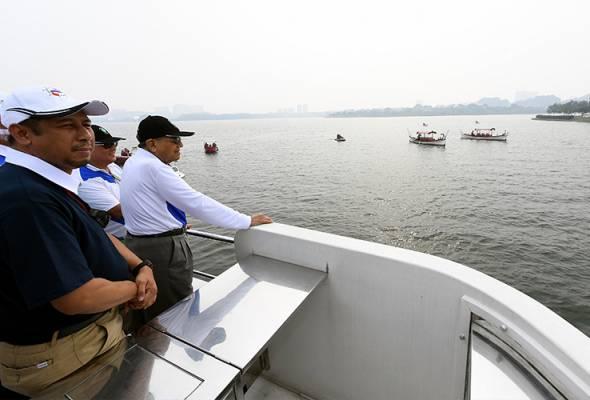 Dr Mahathir, isteri saksi The Putrajaya Boat Race 2019
