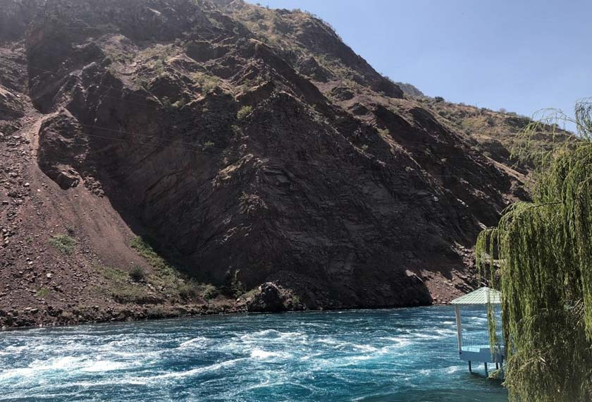 Sungai Nurek yang menjadi sumber tenaga elektrik negara Tajikistan -  Astro AWANI/Saraya Mia