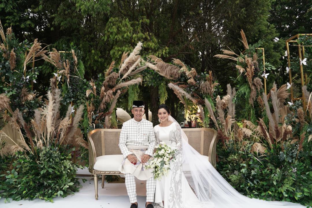 Majlis pernikahan yang hanya dihadiri oleh ahli keluarga dan teman rapat itu dijalankan secara sederhana atas pemintaan keluarga pasangan berkenaan. - Foto Astro Gempak