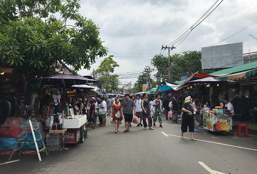 Pasar Chatuchak, salah satu destinasi pelancongan di Bangkok, juga merupakan tempat beli-belah popular di kalangan pelancong India. Pasukan Ceritalah