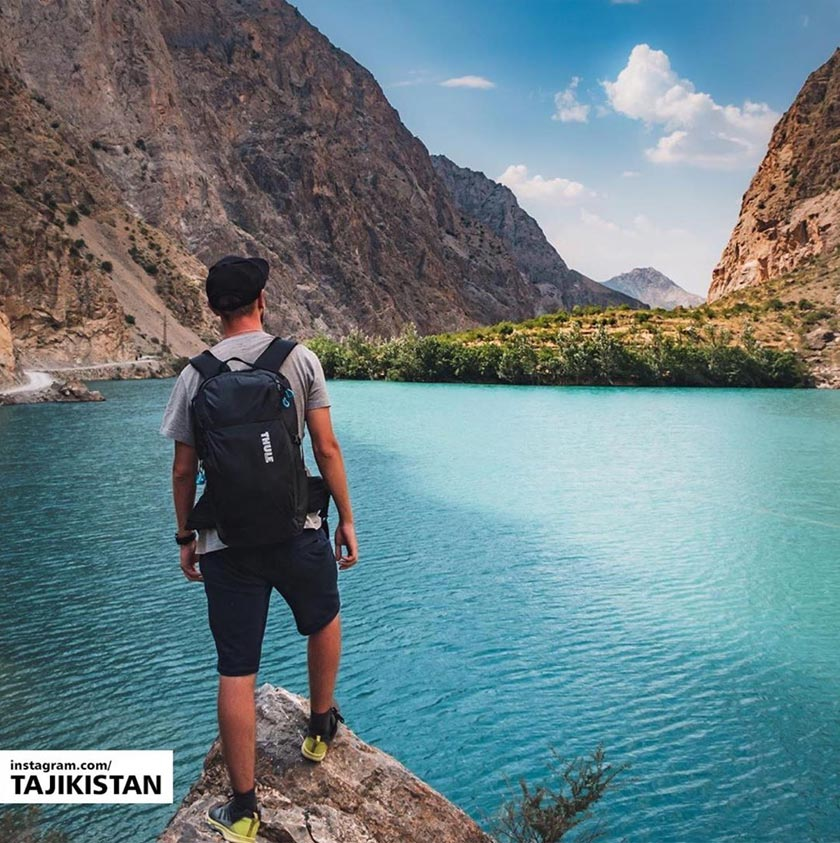 Tasik membiru ini antara tarikan utama bagi peminat alam semula jadi. - Foto: Instagram @tajikistan