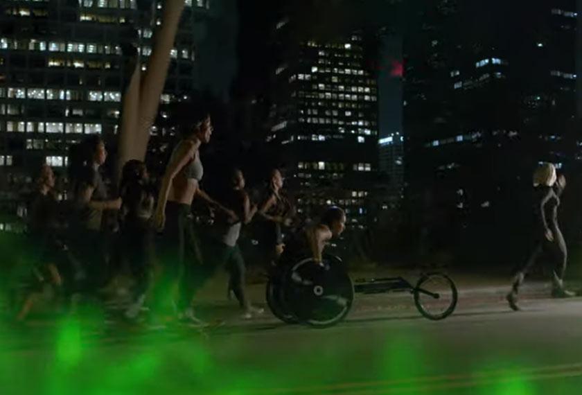 Muzik video tersebut turut menampilkan wanita berkerusi roda