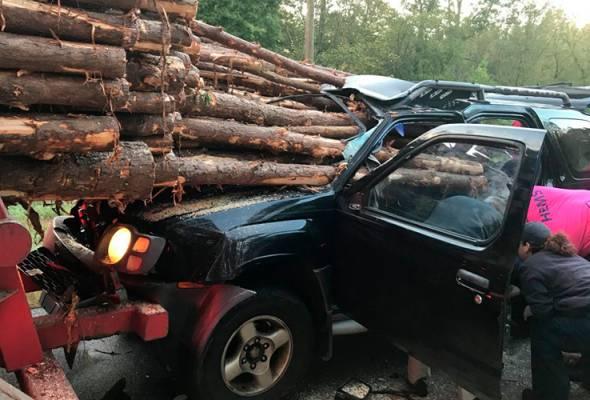 Lelaki nyaris maut dihempap kayu balak