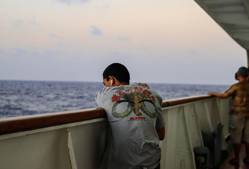 Mabuk laut perkara biasa di atas kapal memandangkan lautnya kuat bergelora. - Pasukan Ceritalah