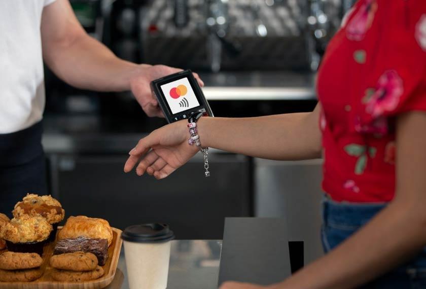 Pernahkah anda membayangkan gelang tangan boleh menjadi alat untuk membayar secara elektronik di masa hadapan?