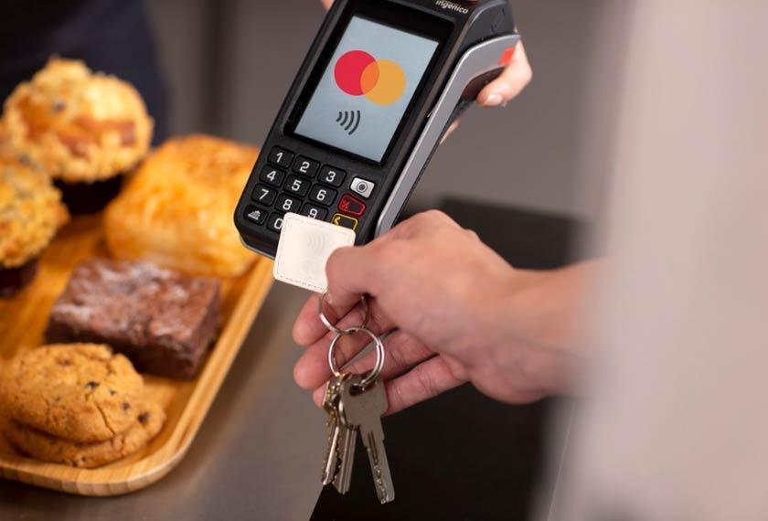 Token pembayaran boleh didatangkan dalam apa-apa objek seperti jam tangan, cermin mata, kunci kereta dan lain-lain lagi.