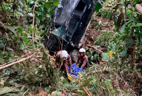 Suami isteri maut, dua anak terselamat kenderaan terjunam dalam gaung