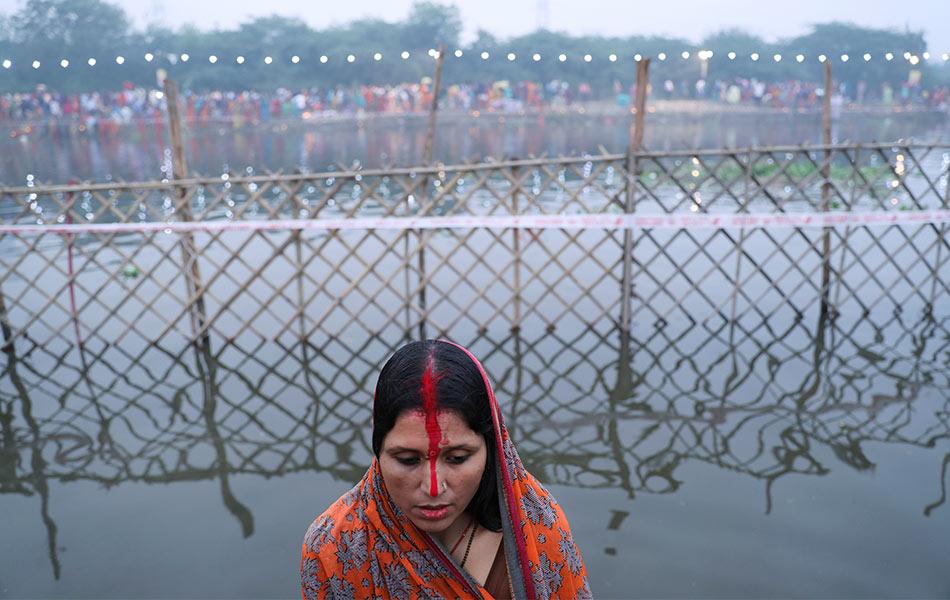 festival Chatth Puja, New Delhi, India, Sungai Yamuna, jerebu,
