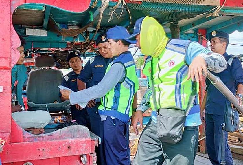 Operasi bersama ini juga dilakukan bertepatan dengan Projek Rintis Agensi Anti dadah Kebangsaan dalam menangani masalah sosial tersebut. - Foto Maritim Malaysia