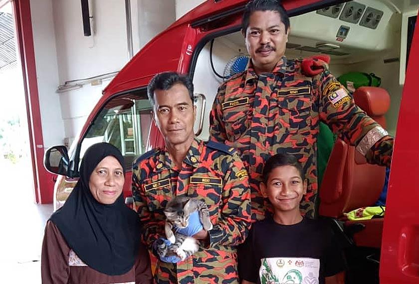 Yang Zulaihan datang ke BBP Kuala Kangsar bersama kucing peliharaan dan anaknya. Foto JBPM Perak