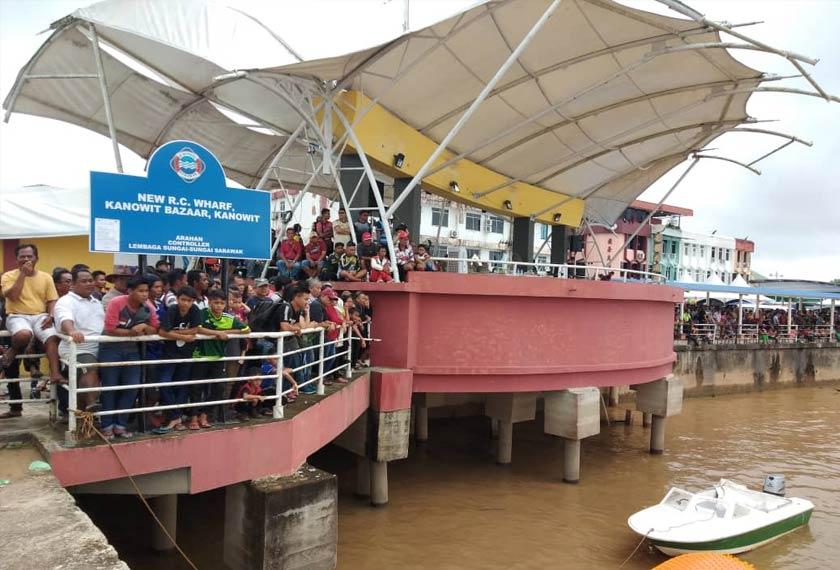 Perlumbaan bot laju merupakan antara acara tarikan utama Pesta Kanowit yang berlangsung sejak 26 Oktober lalu.- Foto PDRM