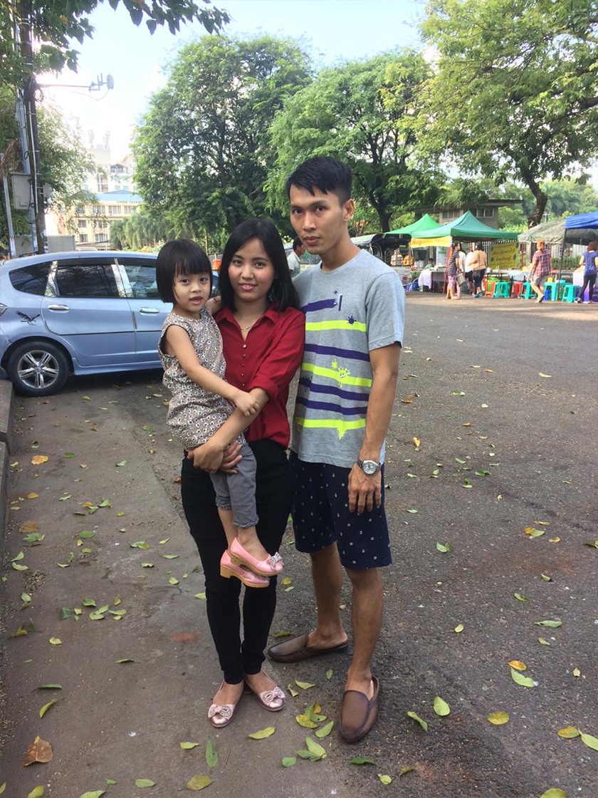 Ma Ae bersama suaminya Kyaw Ye Naing dan anak mereka, Thada. Pasukan Ceritalah