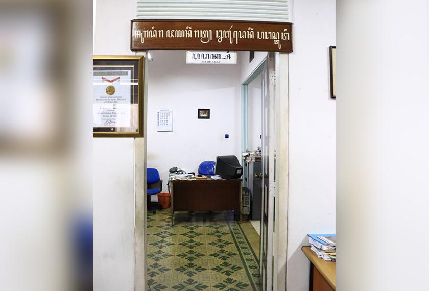 Pejabat Panjebar Semangat di Surabaya, Jawa Timur. Foto Pasukan Ceritalah