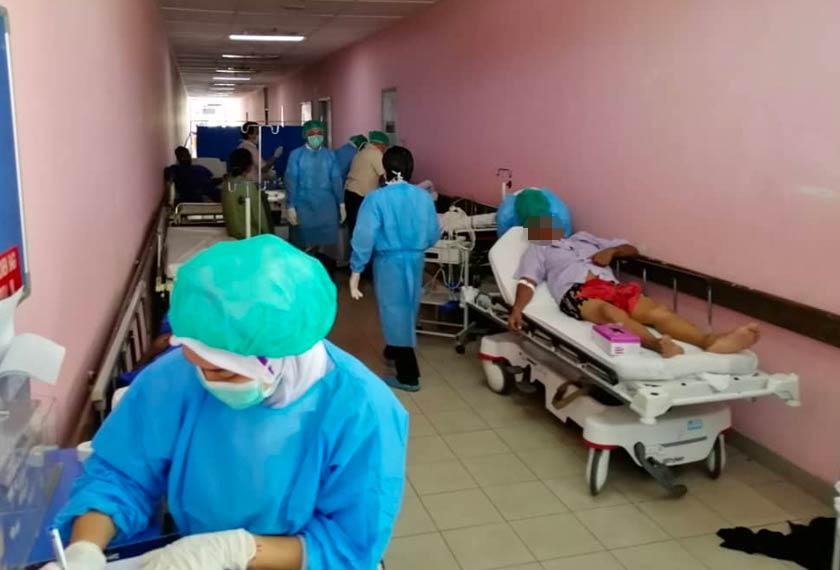 Kesemua mangsa terdiri dari lima lelaki dan seorang perempuan itu kini mendapatkan rawatan lanjut di Hospital berkenaan. - Foto JBPM