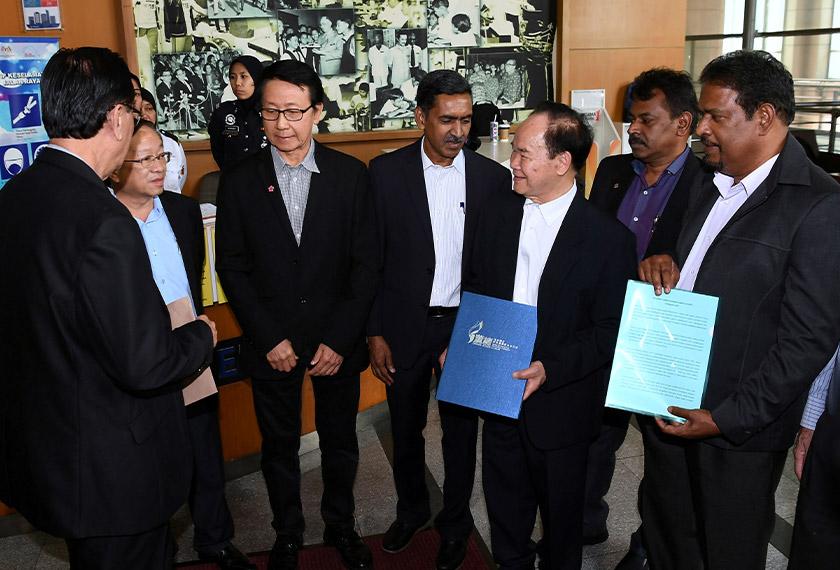 Pengerusi Dong Zong Tan Tai Kim hadir untuk menyerahkan memorandum kepada Kementerian Pendidikan berhubung pelaksanaan pembelajaran tulisan Jawi dalam mata pelajaran Bahasa Melayu di SJK, di kementerian itu di Putrajaya, 2 Jan, 2020. --fotoBERNAMA