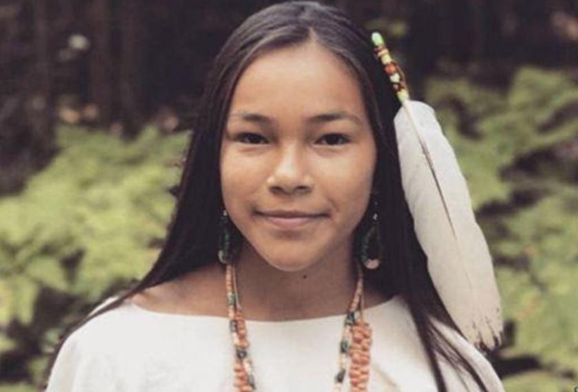 Gadis kelahiran Kanada yang mempunyai keturunan Anishinaabe-kwe ini telah menjadi pejuang seawal usia 8 tahun lagi.